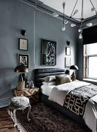ein modernes schlafzimmer mit dunklen farben schlafzimmer