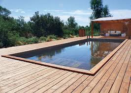la piscine semi enterrée quel matériau choisir
