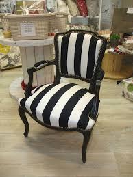 relooking fauteuil louis xv cabriolet louis xv é noir et blanc kréative déco