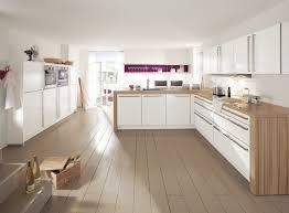 cuisines blanches et bois cuisine blanche déco violette