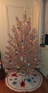 Rotating Color Wheel For Aluminum Christmas Tree by Best 25 Tinsel Tree Ideas On Pinterest Tinsel Christmas Tree