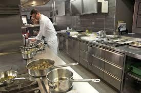 cuisine chef repas en cuisine avec le chef du restaurant ardèche