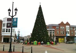 Plutos Christmas Tree Youtube by Crocker Park Lights Holiday Tree At 7 30 P M Nov 17 Cleveland Com