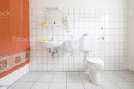 badezimmer weißen fliesen stockfoto und mehr bilder badezimmer