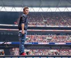 Wembley Stadium Literally Erupted When Nathan Burst Out Of The Stage To Make His Return