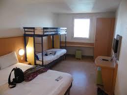 chambre hotel 4 personnes hôtel à ibis budget californie lenval