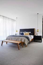 schlichtes schlafzimmer in gedeckten bild kaufen