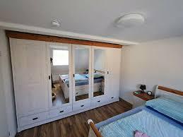 komplettes schlafzimmer landhausstil weiß mit schrank bett