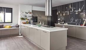 cr r un ilot central cuisine cuisine design avec lot central les bains et cuisines d alexandre