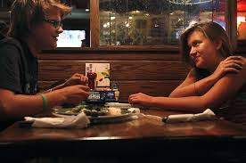 Rosalee Ramer Right Chats With Her Brother Ben At An Applebees Sept 24