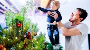 Aspirin Keep Christmas Trees Alive by Decorating The Christmas Tree Making A Gingerbread House Youtube