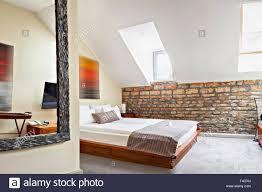 schlafzimmer im innenbereich im luxus loft dachboden