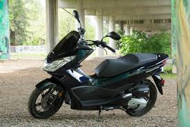 Hondas PCX150 Is Middle Of The Road As Far Scooter Size And Output Concerned Perfect For Urban Riding Shanda Hurst Photo