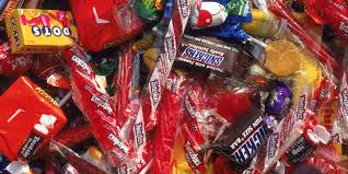 Halloween Candy Tampering by Ohio Kid Finds Razor Blade After Biting Into Snickers Bar