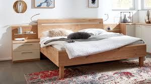 interliving schlafzimmer serie 1013 doppelbettgestell mit nachtkonsolen und flexleuchten balkeneiche sand liegefläch