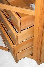massivholz vitrine links kernbuche geölt wohnzimmer hochschrank mit glas und schubladen