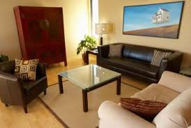 Neutral Colors For A Living Room by Decorating Colors That Go With Brown Leather Furniture Home