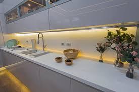 küchenrückwand mit led selber bauen diese möglichkeiten
