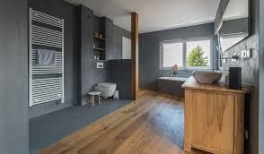 beton cire und holz modernes badezimmer raumkonzept
