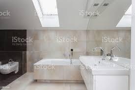 badezimmer interieur fliesen mit beige stockfoto und mehr bilder architektur