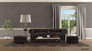 foto auf lager wohnzimmer im retro stil mit ledersofa