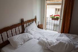 schlafzimmer putzen und bett reinigen putzen de