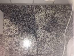 nichtoberflächliche flecken aus granit boden bekommen