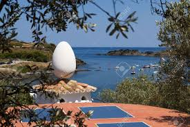 maison dali port lligat egg on the roof of salvador dali s house portlligat spain stock