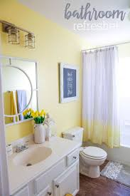 Bathroom Decor Ideas Pinterest by Best 25 Yellow Bathrooms Ideas On Pinterest Diy Yellow
