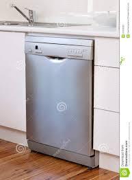 spülmaschine gerät in der küche stockbild bild scheibe