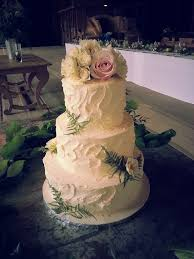 A Rustic Buttercream Palette Knife Finish For Your Vintage Inspired Wedding