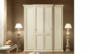 klassischer schlafzimmerschrank beige linde massivholz