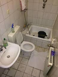 stark verschmutztes bad reinigen reinigung badezimmer
