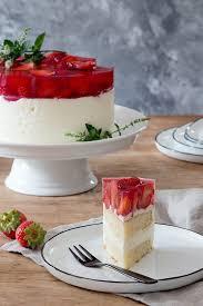 Hochzeitstorte Mit Erdbeeren Und Limetten Käse Sahne Torte Mit Erdbeeren Culirena
