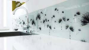plaque protection murale cuisine revêtement cuisine sol murs crédence carrelage béton ciré