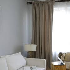 minimalismus vorhang hellbraun unifarbe im wohnzimmer