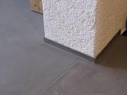 fugenlos gespachtelter boden in betonoptik der