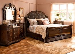 Wilshire Traditional Bedroom Collection