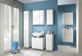 trendiges badezimmer in weiß und blau bad badezimmer