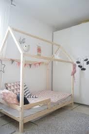 cabane chambre réaliser un lit cabane pour les enfants scandinave chambre d