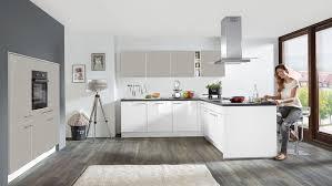 zeitgemäße l küche focus nobilia mit front in hochglanz weiß