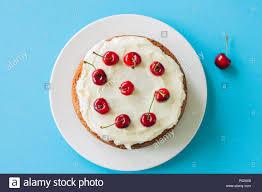 hausgemachte saure sahne torte mit frischkäse frosting mit