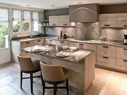 cuisine avec ilot central et coin repas aménagement cuisine 7 grandes pièces comme à la cagne