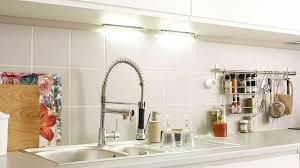 eclairage de cuisine eclairage cuisine led spot les conseils à suivre côté maison