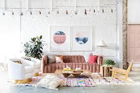 eklektische wohnzimmer mit backsteinmauern schicker