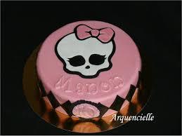 gâteau high décor en pâte à sucre avec des paillettes