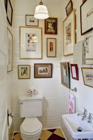 Simple Traditional Bathroom Art Decor Ideas