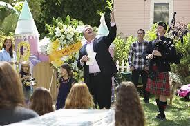 Halloween 3 Awesomeland Cast by Larry U0027s Wife Modern Family Wiki Fandom Powered By Wikia