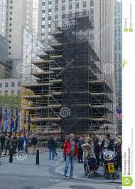 Christmas Tree Rockefeller Center Lighting by Christmas Tree In Rockefeller Center Being Prepared For Lighting