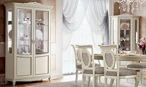 klassische vitrine wohnzimmer vitrinenschrank massivholz beige stil italienisch